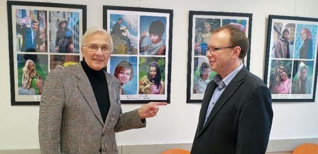 Praha 5: Petr Lachnit zahájil výstavu fotografií Pavla Dosoudila v Komunitním centru Prádelna
