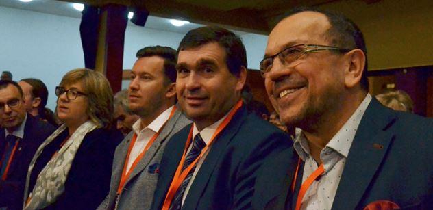ČSSD zahájila sjezd hymnou EU. A už se objevují vtipy