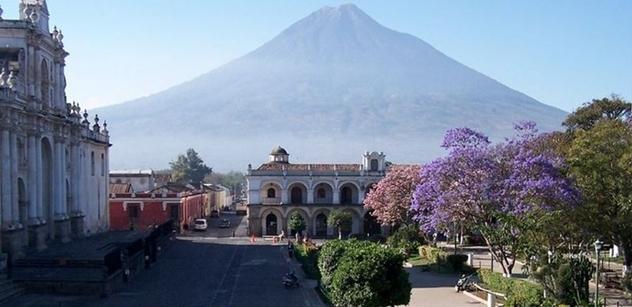 Martin Saidl: Hořící parlament jako symbol zoufalého národa. Uhasí hněv Guatemaly rezignace prezidenta?