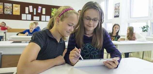Škola dotykem: Až 62 procent žáků věří, že jim tablet pomůže lépe se učit