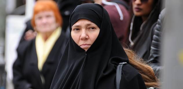 Nikdy svůj nikáb nesundám! V Dánsku to po zákazu zahalování vře. Odpůrci v ulicích