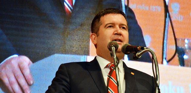 Postoj ČSSD ohledně setrvání ve vládě a trvání na nominaci Šmardy Hrad nechce komentovat, podle opozice se nic nevyřešilo