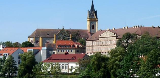 Hluboká nad Vltavou: Nová parkovací místa i další úsek cyklostezky
