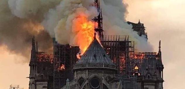Reakce na Notre-Dame: Běloši, vaše hnusná stavba. Nezajímá! šokují. A víte, co se dělo v roce 2016?