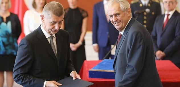 Česká diplomacie tlumí výrok Merkelové o vyhnaných Sudeťácích. Zato Zeman a Babiš ji natřeli