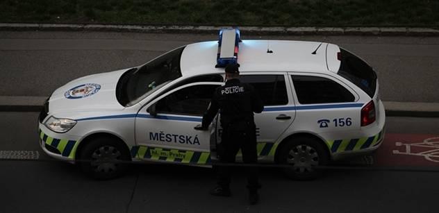 Opilý policista najel do stanu s dětmi