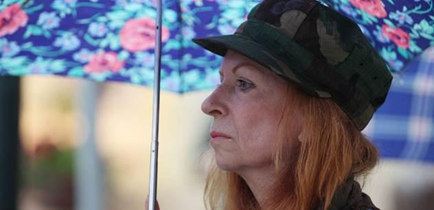 Lenka Procházková, dcera aktéra roku '68: Západ vpádu SSSR požehnal. Média lžou, tak nekritizujte ruská. Ženou nás do války, a ta je blíž, než si myslíme