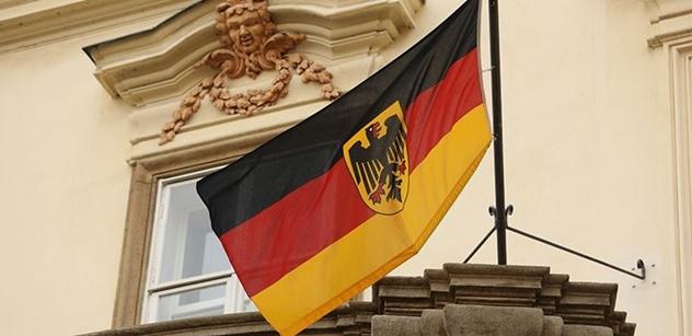 Nemáte roušky a rozestupy. Konec! Německá policie stopla demonstrace několika tisíc lidí v Berlíně