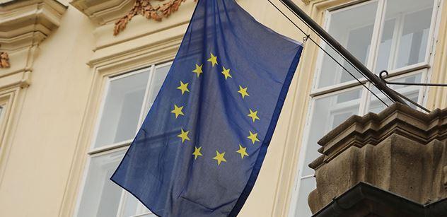 Před půlnocí mají být zveřejněny výsledky českých eurovoleb