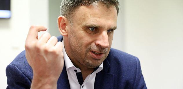 Drsný Zimola na jednání vedení ČSSD: Šel jméno po jménu a každému řekl, co si myslí