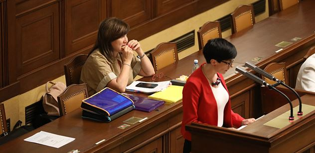 Ministryně Schillerová: Je tady zásada zákonnosti, takže ani obutá, ani bosá