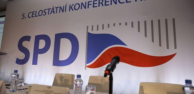 Novináři obléhali soud, kam měl přijít bývalý tajemník SPD. Ten zkolaboval