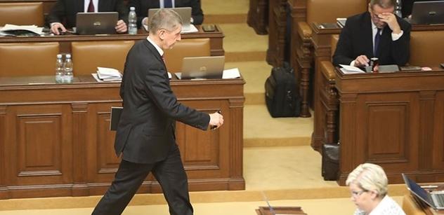 """""""Já nejsem ´prostřednictvím´, jsem tady!"""" Babiš odrážel útoky ve Sněmovně a po napomenutí už se neudržel"""