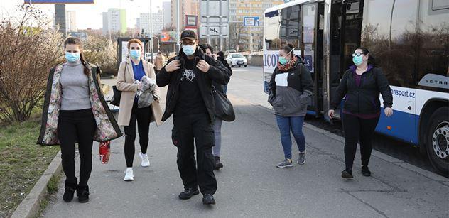 Lékař Hnízdil: Nosit roušky pořád je nebezpečné. Zde je několik rad