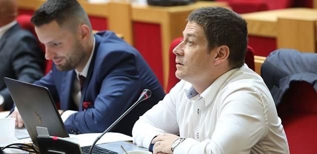 """Známe pozadí nečekané rošády na pražské kandidátce ANO. Přinášíme pikantní detaily o Babišovu """"americkém"""" poradci, který za tím prý stojí"""