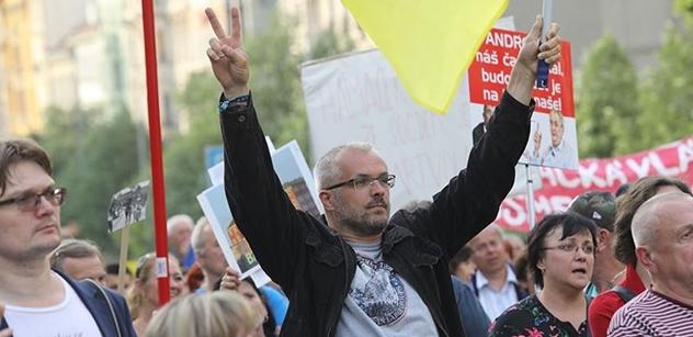 Andrej Babiš prý osobně udává lidi, kteří proti němu protestují. Aktivisté předložili důkaz