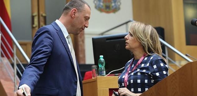"""""""Pohrdání voliči."""" Z týmu Jiřího Pospíšila zní vzkazy Pirátům a Čižinskému"""