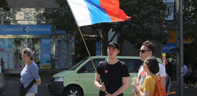 Oživlé oběti Kremlu, směje se Tereza Spencerová. Vás ten Novičok pořád baví? ptá se poslanců. S USA na věčné časy, ale Asad nikam nejde