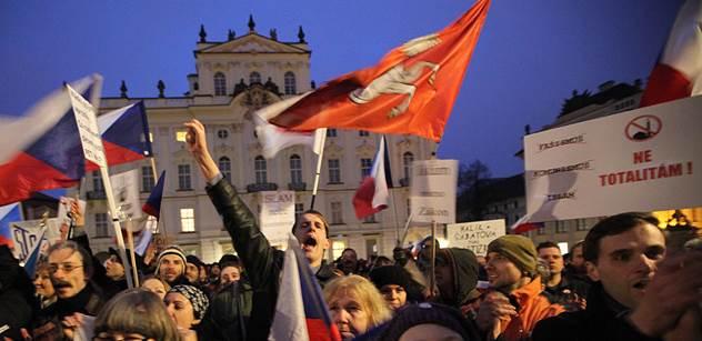 Ubožák a psychopat Mohamed! znělo na pražské demonstraci. Proti vystoupili zelení
