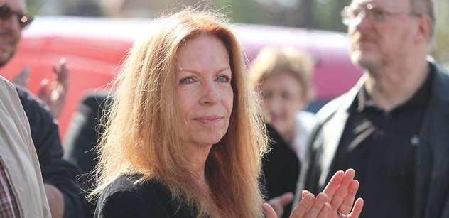 Lenka Procházková: Fasáda evropského domu je rozpukaná od Jugoslávie a teď se bourají nosné zdi