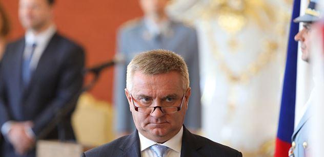 Opozice i ČSSD kvitují, že Babiš vzdal plán vést spravedlnost sám
