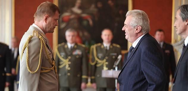 Náčelník generálního štábu Bečvář jmenuje nové plukovníky a udělí odznaky AČR za zásluhy