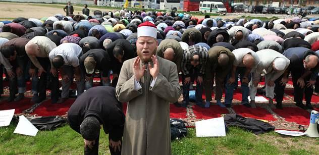 Muslimský ekonom: Evropa se otevřela muslimům, když je potřebovala, a teď by je chtěla vyhánět? Xenofobie slouží jen k prodlužování kariér neúspěšných politiků