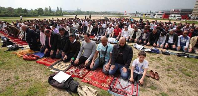 VIDEO Vadí ti islámská modlitba v parku? Půjdeš sedět. Šokující záběry z Londýna