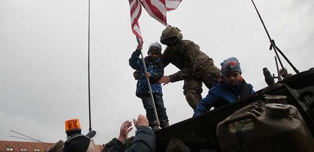 Pavlína Filipovská si u konvoje dojatě zavzpomínala, jak v dětství vítala Američany poprvé: Ti pomatení geronti, co na ně teď plivali, to byla tak strašná ostuda...