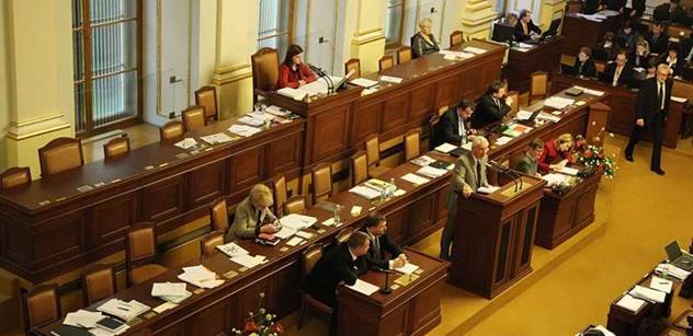 Veselo ve sněmovně: Ódéesák lákal Semelovou k sobě domů na Stalinovy spisy