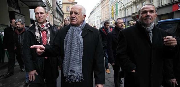 Občan nadával Klausovi, ten mu hrozil pěstí. Hovoří Jiří Pehe a také Petr Hájek, který zjistil více