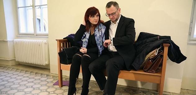 Rozhořčený Petr Nečas: Přestaňte lynčovat moji ženu. A vysvětlil, jak je to s jejími absencemi u soudu a účastí na Klausově oslavě