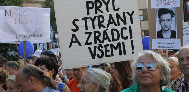 """Organizátoři """"Václaváků"""" ponesou do sněmovny petici za odstoupení Babiše. Chtějí jednat i přímo s premiérem"""