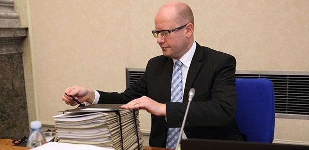 Muž bez vlastností, chladnokrevný byrokrat. Trochu jiný pohled na premiéra Sobotku