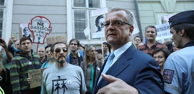 """Generál Blaško vyjel kvůli Rusku: """"O tohle se starejte!"""" A TOPka udeřila na Zemana. Přituhuje"""
