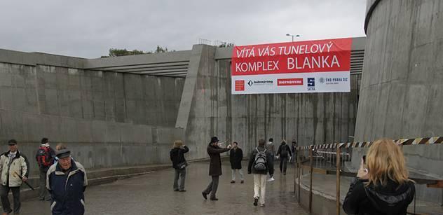 Den otevřených dveří zpřístupní nové stanice metra, tunel Blanka i Trojský most