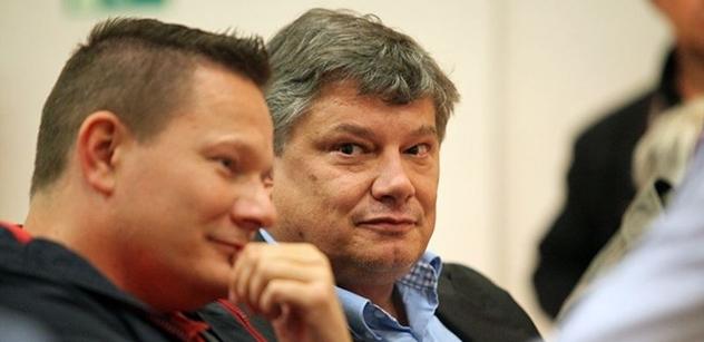 Mohla to být klidná debata, jenže přišel Aleš Hušák, kterého nikdo nezval. Sednul si do první řady a bylo veselo