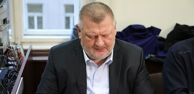 Rychlý výslech svědka Ivo Rittiga. Přišel, řekl že si nic nepamatuje, a za deset minut zase šel