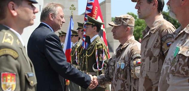 Český voják zraněný v Afghánistánu je dál ve vážném stavu