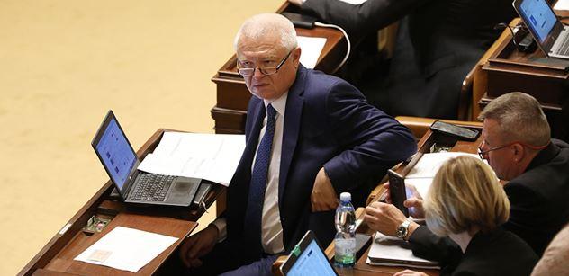 Panu premiérovi v žádném případě nedoporučíme, aby odcházel. Po ČSSD vystoupil na ČT Faltýnek a toto jí vzkázal...
