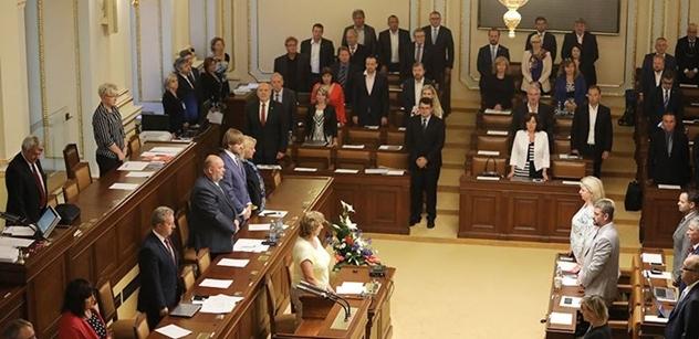 Před pěti lety poprvé schválila Sněmovna své vlastní rozpuštění