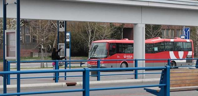 Autobusoví dopravci vypověděli Královéhradeckému kraji k 31. březnu smlouvy