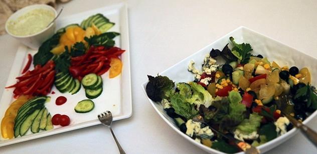 Průzkum: Lákavé popisky prodávají zeleninová jídla lépe než apel na zdraví