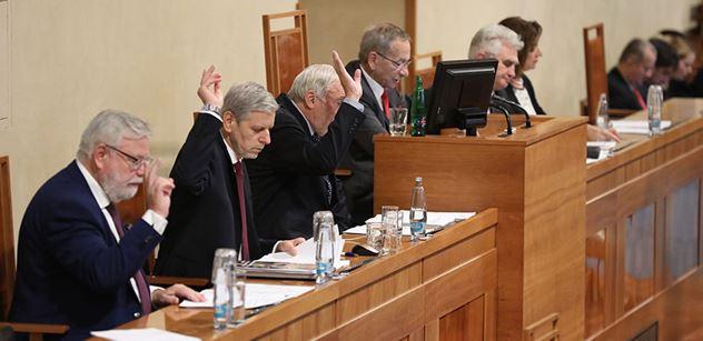Ústavněprávní výbor Senátu se ústavní žalobou na Zemana nezabýval
