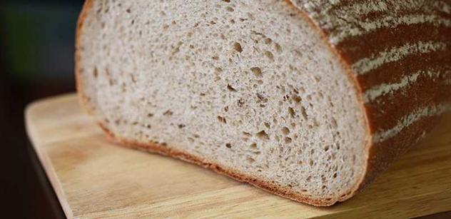 Lidé nemají na chleba a vláda vrací peníze církvi? Prachsprostá lumpárna, míní komunistka