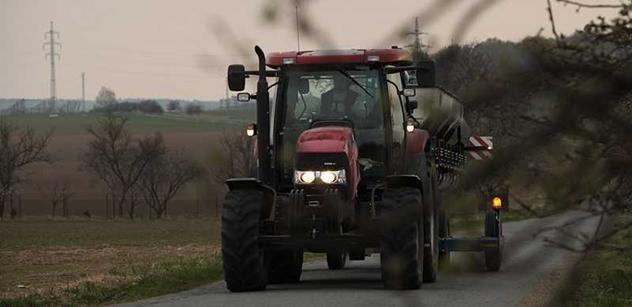Probíhají protesty zemědělců, ti zpomalují dopravu ve 12 krajích