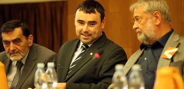 Drahoš podporuje přijímání imigrantů, propaguje islám a spolupracuje s islamisty. To, co sám nedávno řekl, ukazuje jeho skutečnou tvář. Je to lhář. Znalec islámu hovoří