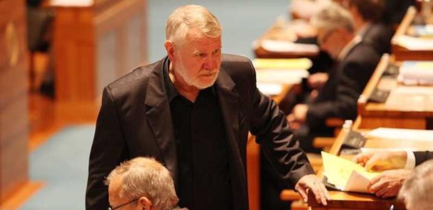 Jste můj zaměstnanec, napsal občan senátoru Štětinovi z TOP 09. A ten...