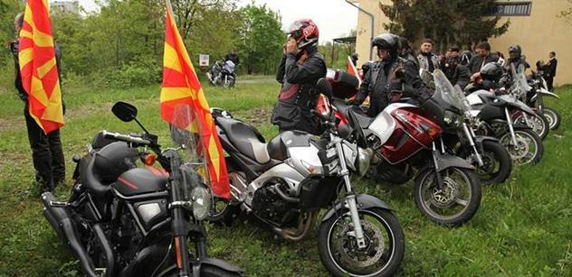"""""""Skvadra na motorkách, propaganda!"""", """"Já se s nimi sejdu."""" Foldyna a Štětina se tvrdě střetli v rádiu kvůli ruským motorkářům Noční vlci"""