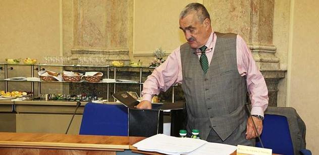 Ministr Schwarzenberg:  Prodej Lobkovického paláce